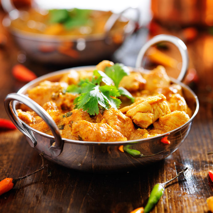 29681834 - indian chicken curry in balti dish